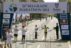 Final del maratón para el hombre Imagen de archivo libre de regalías