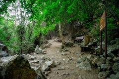 Final del viaje que camina a la cascada de Caledonia en Platres, Chipre Fotografía de archivo
