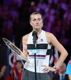 Finalista 2019 de Abierto de Australia Petra Kvitova de la República Checa durante ceremonia de presentación del trofeo despué imagen de archivo