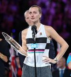 Finalista 2019 de Abierto de Australia Petra Kvitova de la República Checa durante ceremonia de presentación del trofeo despué imágenes de archivo libres de regalías