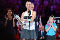 Finalista 2019 de Abierto de Australia Petra Kvitova de la República Checa durante ceremonia de presentación del trofeo despué fotos de archivo libres de regalías