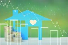 Finança, árvores que crescem na pilha de dinheiro das moedas e casa azul com gráfico no fundo, em taxas de juro e na operação ban ilustração stock