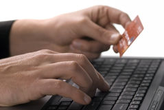 Finança em linha com cartão de crédito Fotografia de Stock Royalty Free
