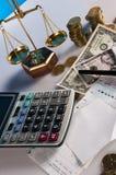 Financeiro e negócio com as moedas do material e de ouro do negócio Fotos de Stock