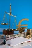 Financeiro e negócio com as moedas do material e de ouro do negócio Foto de Stock Royalty Free