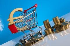 Financeiro e negócio com as moedas do material e de ouro do negócio Fotografia de Stock Royalty Free