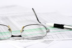 Finances. Graphiques, statistiques and plume Royalty Free Stock Image