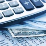 Finances, argent et calculatrice photographie stock