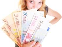 Finances d'économie La femme tient l'euro argent de devise Images libres de droits