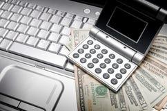 Finances en ligne d'opérations bancaires images libres de droits