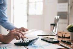 Finances enregistrant le concept d'économie image stock