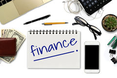 Finances sur le bloc-notes - bureau blanc avec le smartphone avec le blac Photos libres de droits