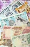 Finances : Vue supérieure de nouvelles notes indiennes de devise d'isolement sur le fond blanc image libre de droits