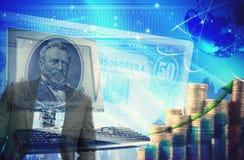 Financez le fond avec l'argent, les dollars et l'ordinateur Escroquerie de finances Images libres de droits