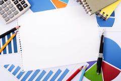 Financiële achtergrond met leeg notitieboekjedocument Stock Foto