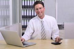 Financiële adviseur op kantoor Stock Afbeeldingen