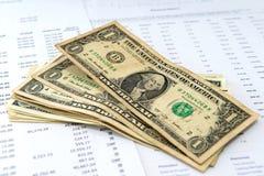 Financiële analyse en Amerikaanse dollars geld stock afbeelding
