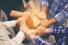 Financiële Bedrijfsconferentie en het werkeenheid Het groepswerk is goed stock foto