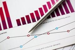 Financiële de ballpointinfographics van statistiekendocumenten royalty-vrije stock afbeeldingen