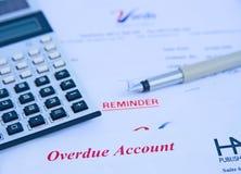 Financiële problemen: achterstallige rekening. stock afbeelding