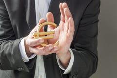 Financiële professionnal die het symbool van de Euro houden royalty-vrije stock afbeeldingen