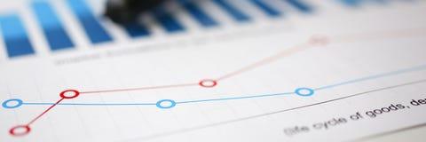 Financiële statistiekendocumenten bij het overdrijven stock foto