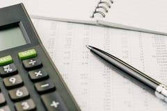 Financiële voorraad, beleggingsmaatschappij of investeringsgegevens, die naar y zoeken Stock Fotografie