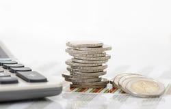 Financiën en gestapelde muntstukken Royalty-vrije Stock Foto