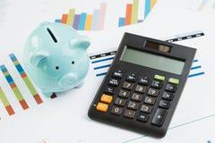 Financiën, geldbegroting planning, die prestatiesoverzicht bewaren concep stock afbeelding