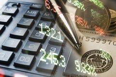 Financiën, het bank concept Euro muntstukken, ons het close-up van het dollarbankbiljet Abstract beeld van Financieel systeem met Royalty-vrije Stock Afbeeldingen