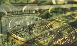 Financiënachtergrond met symbool van dollar in grungestijl Stock Foto's