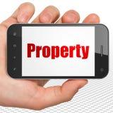 Financiënconcept: Handholding Smartphone met Bezit op vertoning Royalty-vrije Stock Foto's