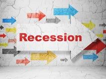Financiënconcept: pijl met Recessie op de achtergrond van de grungemuur Stock Afbeeldingen