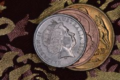Financiënpiramide - Australische die muntstukken op elkaar worden gestapeld royalty-vrije stock foto