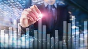 Financi?le grafieken en grafieken op vage commerci?le centrumachtergrond Invesment en handelconcept stock afbeelding