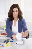 Financial adviser calculate outgoings et expenses for a new hous. E Royalty Free Stock Photography
