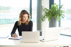 Financial consultant at work Royalty Free Stock Photography