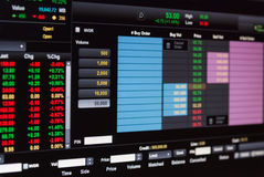 Financial data on a monitor,Stock market data on LED display con Royalty Free Stock Images