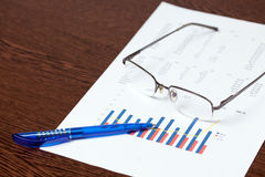 Financial graph and pen Royalty Free Stock Photography