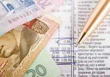 Financial report. With pan and banknotes on it Royalty Free Stock Images