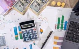 Financieel concept - bedrijfsgrafiek, euro, dollar en calculator royalty-vrije stock afbeeldingen