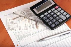 Financieel concept met calculator stock afbeeldingen