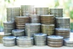 Financieel concept, stapel van verschillende muntstukstapels stock afbeelding