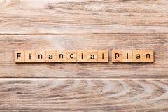 Financieel die planwoord op houtsnede wordt geschreven financiële plantekst op houten lijst voor uw het desing, concept royalty-vrije stock fotografie