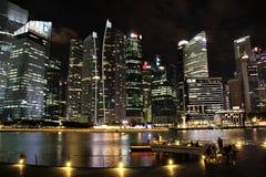 Financieel District in Singapore bij nacht Stock Afbeelding