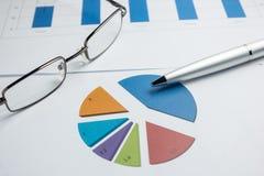 Financieel grafiekdiagram voor het werkzaken en economisch Royalty-vrije Stock Afbeelding