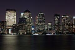 Financieel Manhattan bij Nacht over rivier Hudson Royalty-vrije Stock Afbeeldingen