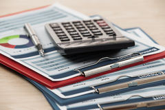 Financiële grafieken en grafieken Stock Afbeelding