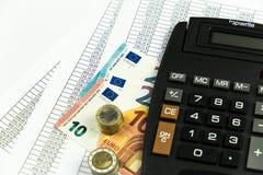 Finans, euromynt, penna och miniräknare på vit bakgrund Royaltyfria Bilder