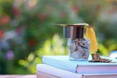 Finans för stipendium och utbildning investering i utbildningsbegrepp Arkivfoto